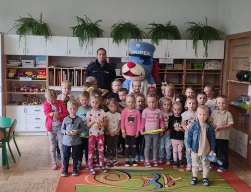 Spotkanie przedszkolaków z policjantem